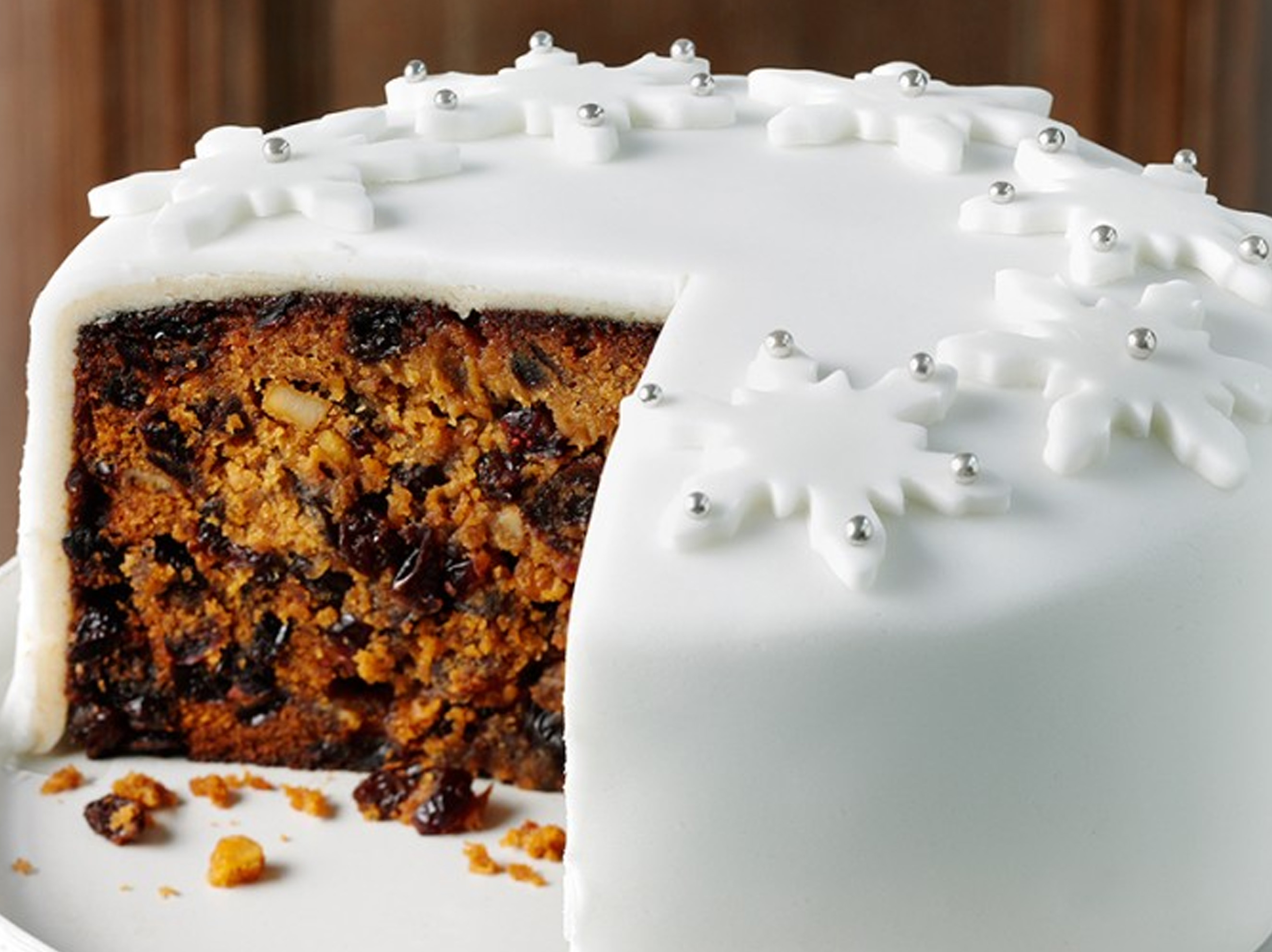 Holiday Cake Recipes Pictures : Lyle s Classic Christmas Cake Lyle Golden Syrup