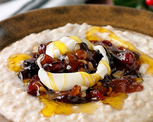 Christmas vanilla-spiced mincemeat porridge