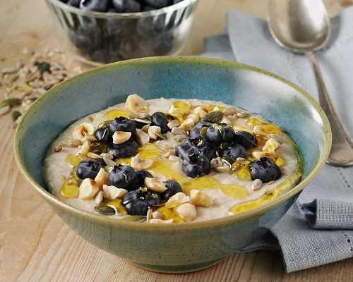 Porridge with Blueberries & Hazelnut